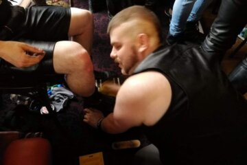 Picture of boi Craig bootblacking